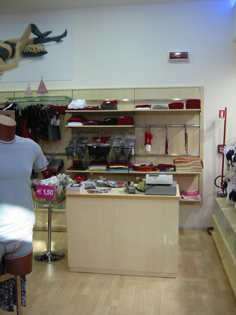 Arredamento Orientale Lecce : Negozi arredamento domodossola accesso a ...