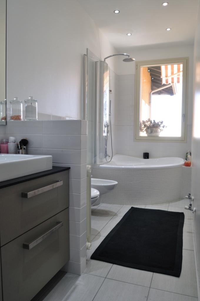 Agor allestimenti ambienti cucina for Maniglie mobili bagno
