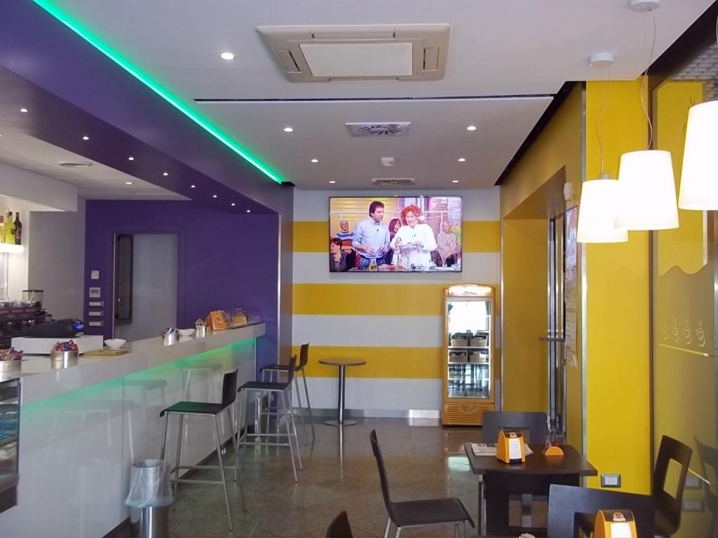 Arredamenti bar agor allestimenti allestimento bar for Banconi bar milano