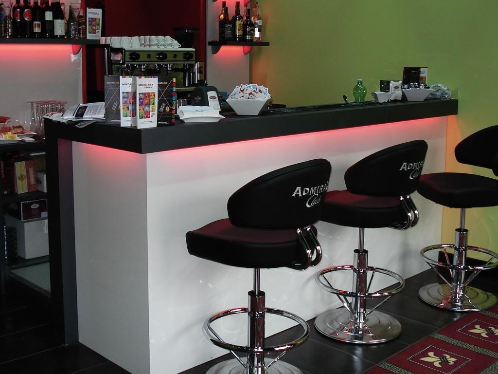 Arredamenti bar agor allestimenti allestimento bar for Arredamenti bar ristoranti