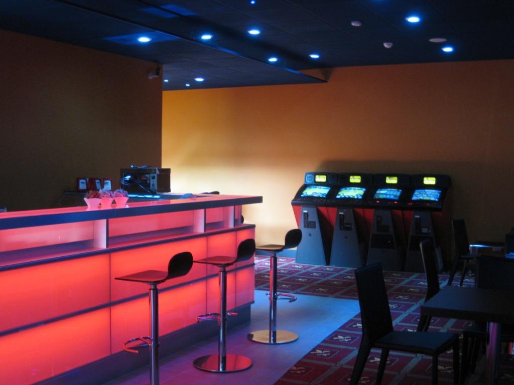 Arredamento Sala Giochi: Mobili per sala mondo convenienza ...